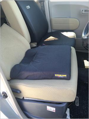 車内の床ずれ防止用に使用している春山クッション(ノープレッシャークッション)1