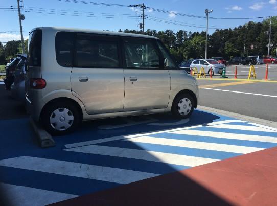 車椅子マークのついている駐車場の写真1